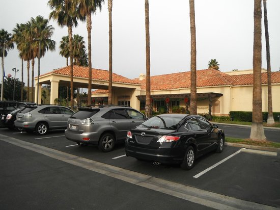 Hilton Garden Inn Valencia Six Flags:                   great hotel