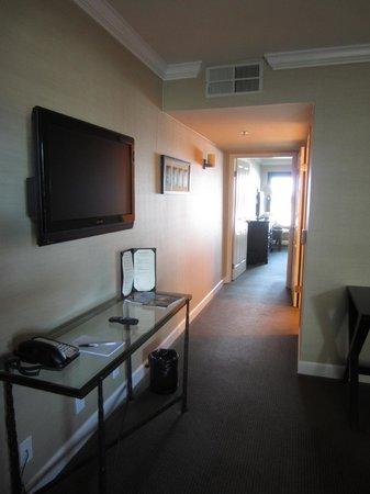 Cupertino Inn: Vista desde la entrada de la habitación