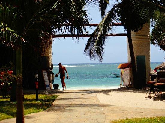 Southern Palms Beach Resort:                   Wejście na plaże