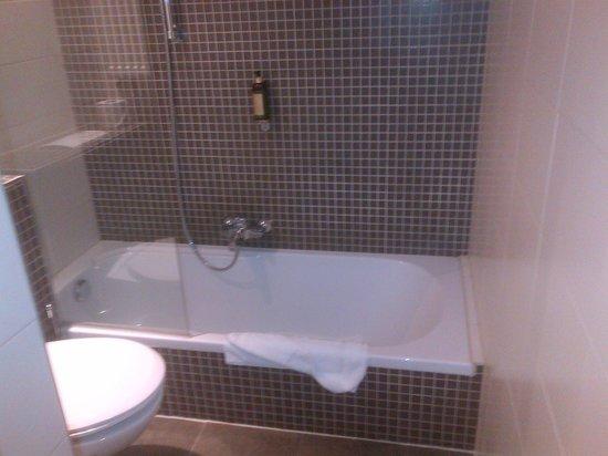 Hotel Chambord:                   salle de bains