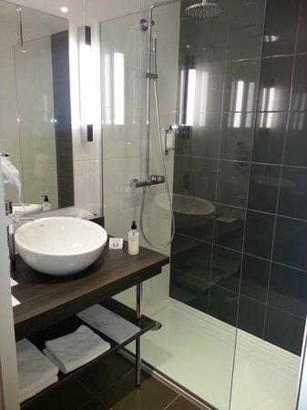 MERCURE Saint Malo Balmoral :                   Salle de bain