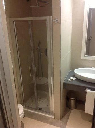 Demetra Hotel:                   il bagno spazioso