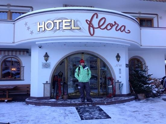 Hotel Flora :                   the front