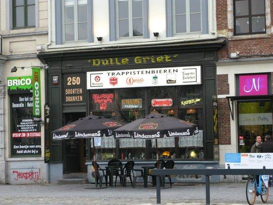 Dulle Griet :                   Вид с улицы