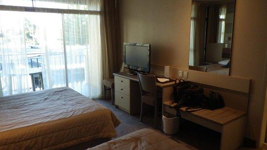 ซูดิมาเล้คโรโตรัวโฮเต็ล: Room showing balcony