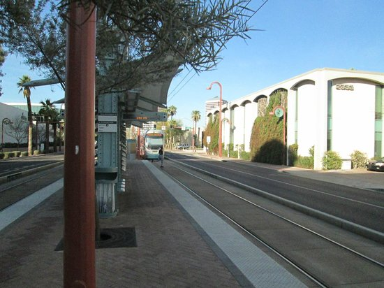 Fairfield Inn & Suites Phoenix Midtown: Light Rail Station 3 blocks from hotel (5min)