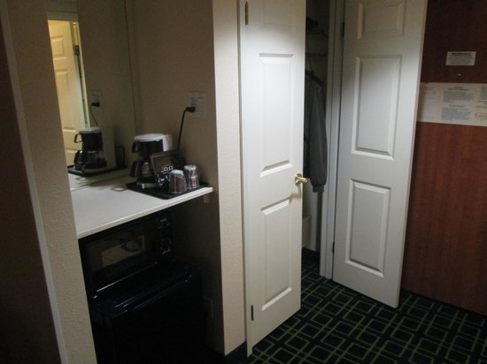 Fairfield Inn & Suites Phoenix Midtown: Mini refrigerator