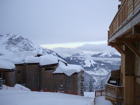 Pierre & Vacances Premium Residence L'Amara:                   Balc view twrds Morzine