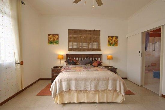Amaqele: sunny bedroom