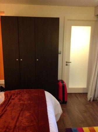Hotel Indigo Liverpool:                   wardrobe / bathroom door