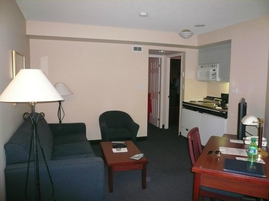 Rosedale on Robson : Two bedroom suite - Lounge and small kitchen look towards bedroom doors
