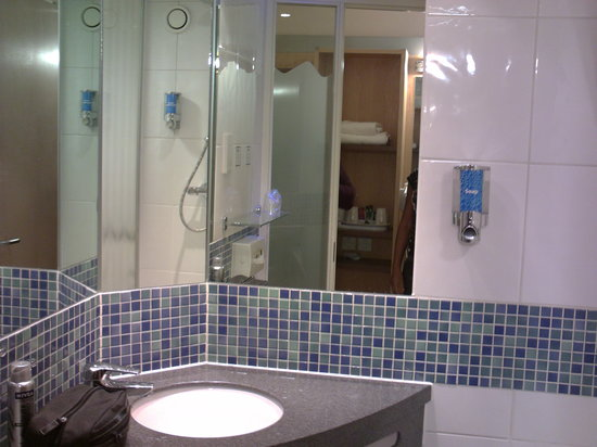 Holiday Inn Express Newcastle City Centre : Bathroom