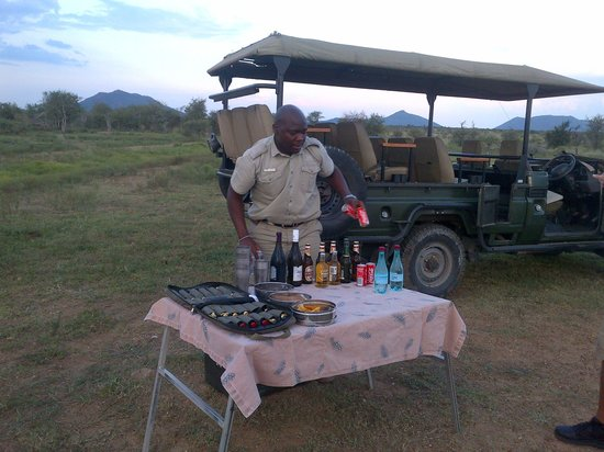 Tau Game Lodge:                   safari picnic