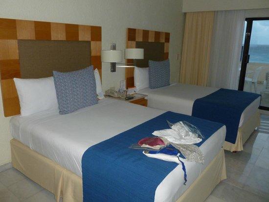 بارك رويال كانكون شامل جميع الخدمات:                   Our beds when we got in the upgraded room                 