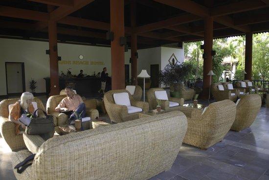 Thande Beach Hotel: Hotel Lobby