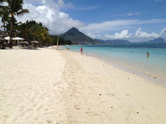 Sugar Beach Golf & Spa Resort:                   Sugar beach et sa très grande plage