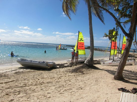 Club Med La Caravelle:                   small cats, H18s on frontside beach