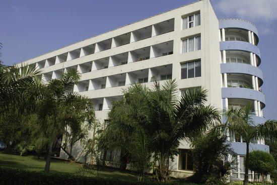 Inya Lake Hotel, Yangon : Hotel