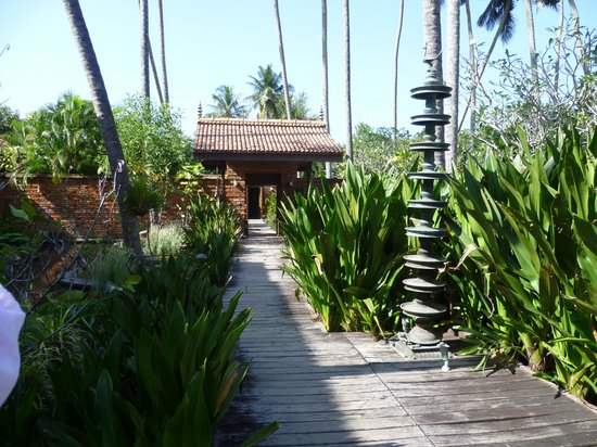Reef Villa & Spa:                   Loose your selves within