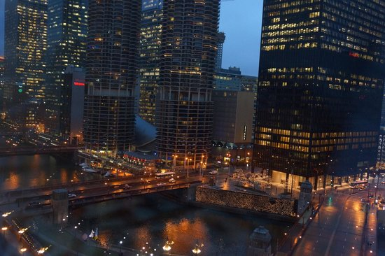Kimpton Hotel Monaco Chicago:                   river view queen