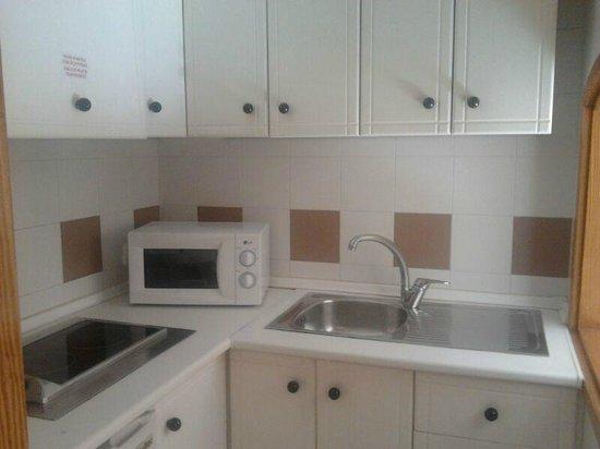 Albir Garden Resort:                   cocina equipada
