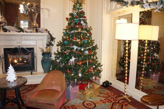 Kimpton Hotel Monaco Chicago:                   hotel lobby during Christmas time
