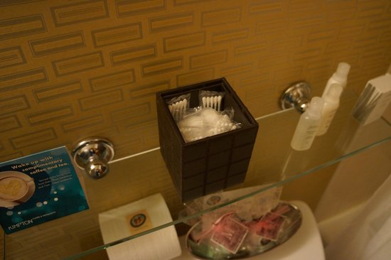 Kimpton Hotel Monaco Chicago:                   bathroom