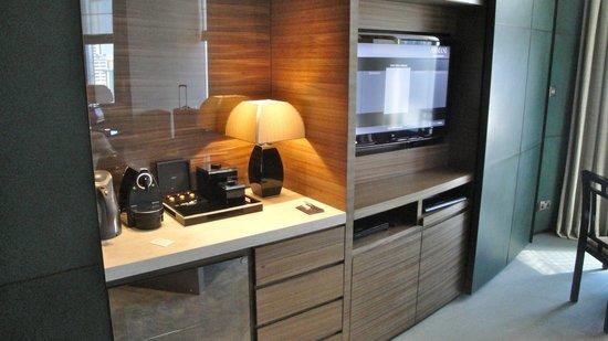 Armani Hotel Dubai:                   Living Room
