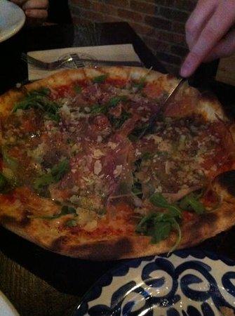 Mercatto: arugula and prosciutto pie