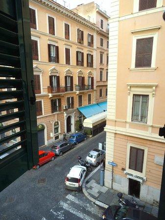 Crosti Hotel:                   Vista desde una de las ventanas del hotel                 