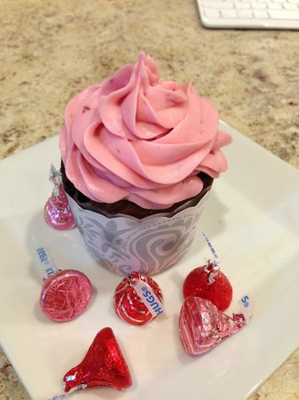 Blue Spruce Bed and Breakfast: Celebrate your birthday with a special cupcake