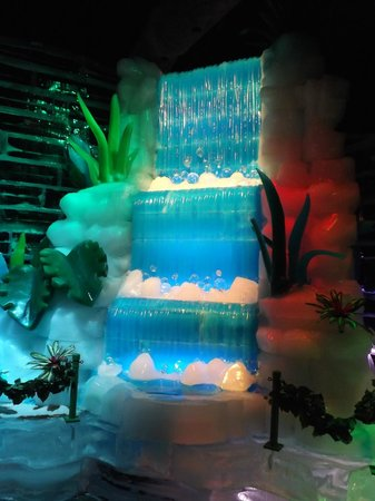 Gaylord Palms Resort & Convention Center: Waterfall ice sculpture