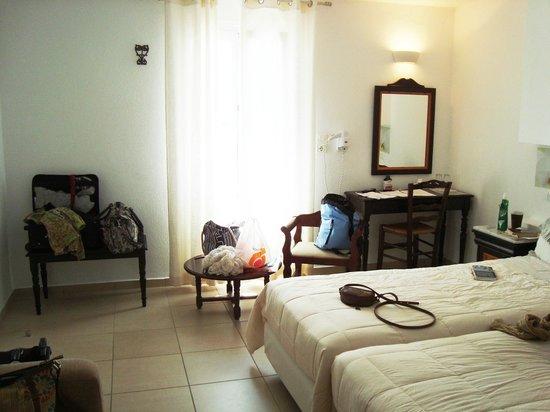 Hotel Carbonaki: Nice sunny room