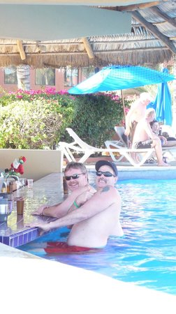 Holiday Inn Resort Los Cabos All-Inclusive:                   the boys at the swim up bar.