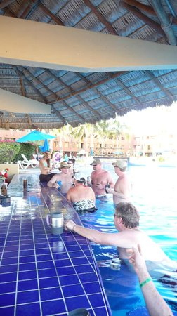 Holiday Inn Resort Los Cabos All-Inclusive:                   Swim up bar