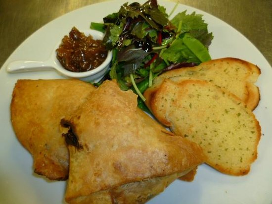 Gilcrux, UK: Vegetable and chilli bean samosa's with pineapple relish