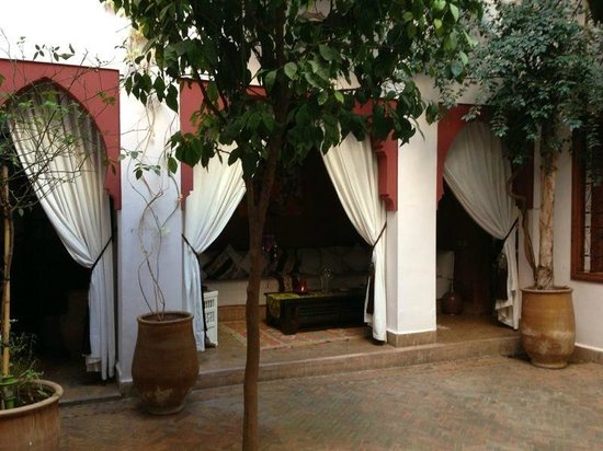 Riad Sadaka: Court yard