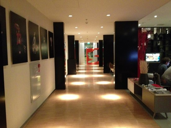 citizenM Schiphol Airport:                   M2