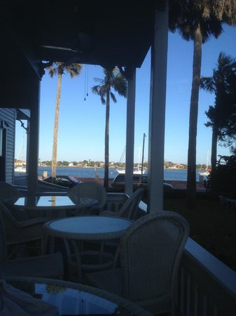بايفرونت ويستكوت هاوس سانت أوجاستين بي آند بي:                   View of the bay from the porch                 