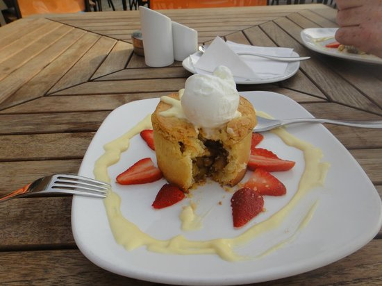 JA Jebel Ali Beach Hotel: Apple Pie - dont mind if I do!
