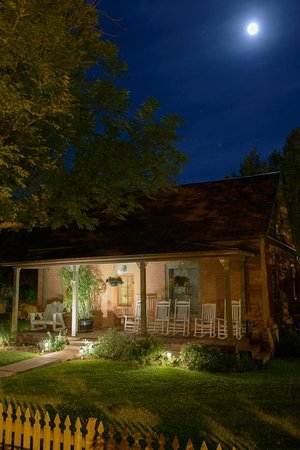 Cali Cochitta Bed & Breakfast: Cali Cochitta B&B old historic building in the moonlight