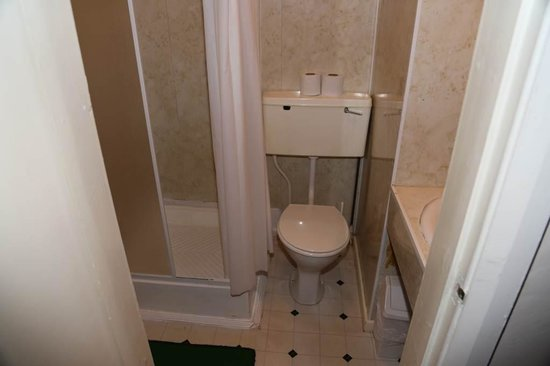 Elsinore Hotel: the loo