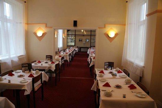 Elsinore Hotel: dining