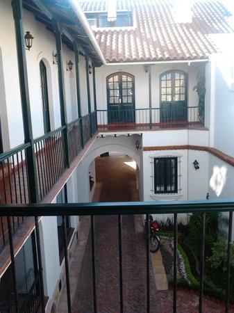 Parador Santa Maria la Real:                   Vista desde mi habitación a uno de los patios del hotel