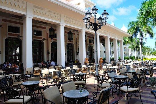 Hotel Riu Palace Punta Cana:                                     outdoor dining