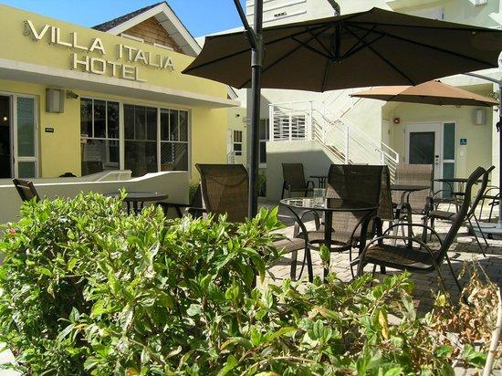 Hotel Villa Italia :                   Office and patio