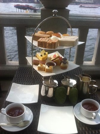 Shangri-La Hotel,Bangkok:                   afternoon tea by the river