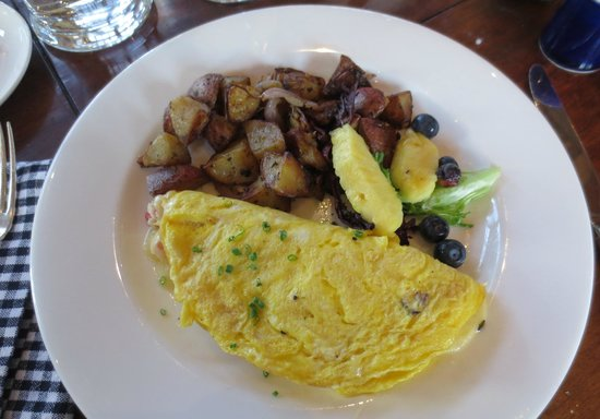 The Farm Table: Ham and gruyere omelet, homefries, and fresh fruit
