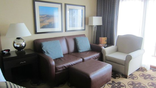 Prescott Resort & Conference Center: Nice leather couch sitting area.