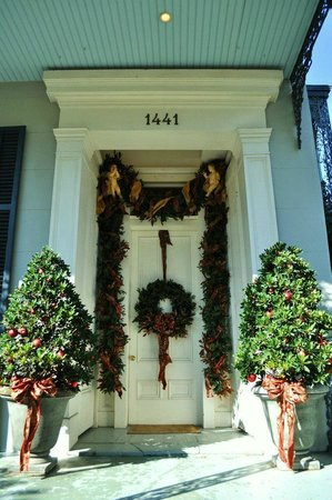 Terrell House Bed and Breakfast:                   Front door - the entire house was decorated beautifully for Christmas